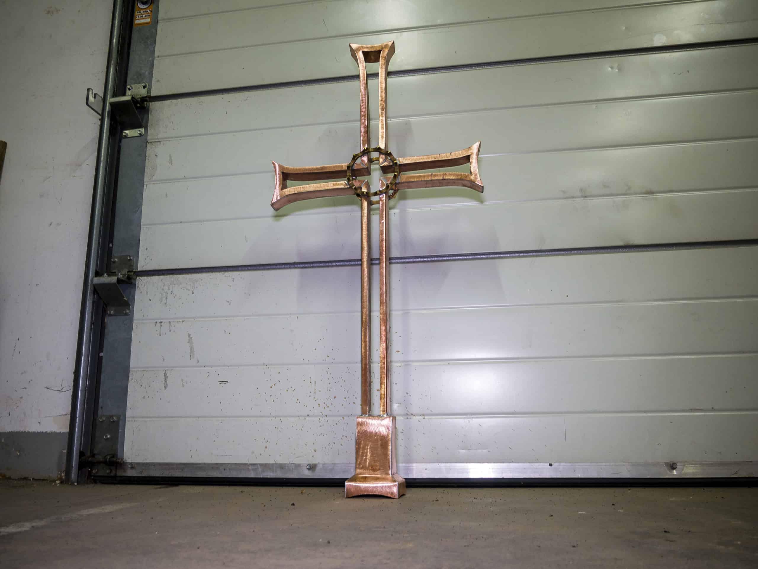 miedziany krzyż szpica